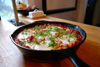 Mouthwatering Poached Eggs in Smokey Garlic Tomatoes